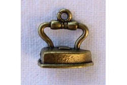 "Charms ""Fer à repasser"" (or antique ou argent)"
