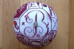 "Dossier de Broderie Points de Lutin "" Swap Ball"""