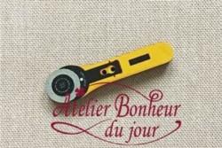 "Boutons en bois ""cutter jaune"""